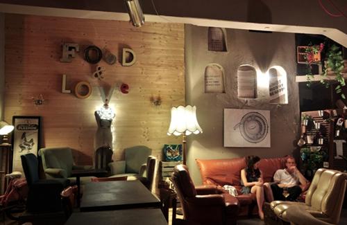 Le 2Periodico Café au 77 Via Leonina