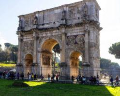 Découvrez l'Arc de Constantin à Rome, une magnifique réalisation
